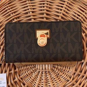 Michael Kors Hamilton Signature Traveler LG Wallet